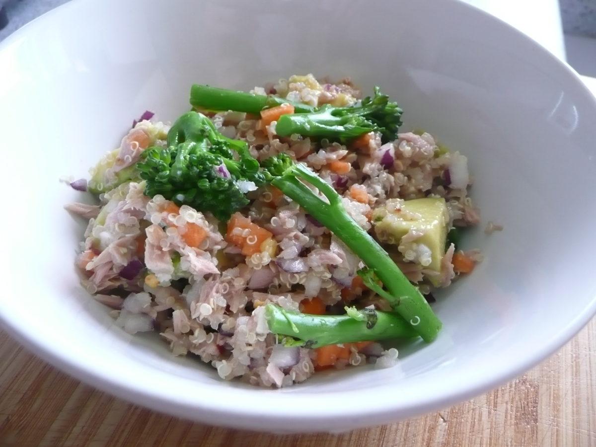 Quinoa with tuna, avocado and broccoli
